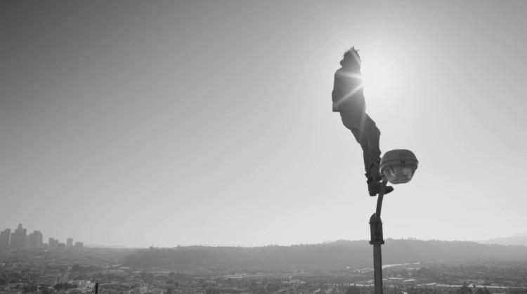 la-et-ms-kendrick-lamar-takes-flight-in-new-alright-video-20150630